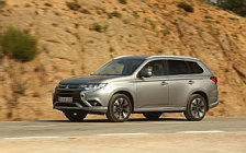 Обои автомобили Mitsubishi Outlander PHEV - 2015