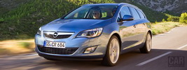 Opel Astra Sports Tourer - 2011