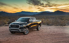 Обои автомобили Ram 1500 Laramie Longhorn Crew Cab Off Road Package - 2018