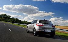 Обои автомобили Renault Megane Hatchback - 2013