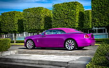 Обои автомобили Rolls-Royce Dawn in Fuxia - 2017
