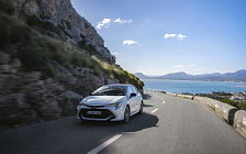 Обои автомобили Toyota Corolla Hatchback Hybrid 1.8L - 2019