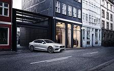 Обои автомобили Volvo S60 T6 Momentum - 2018
