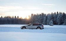 Обои автомобили Volvo V60 T5 Cross Country - 2019